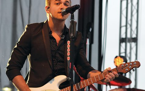 Hunter Hayes makes the crowd feel Wanted