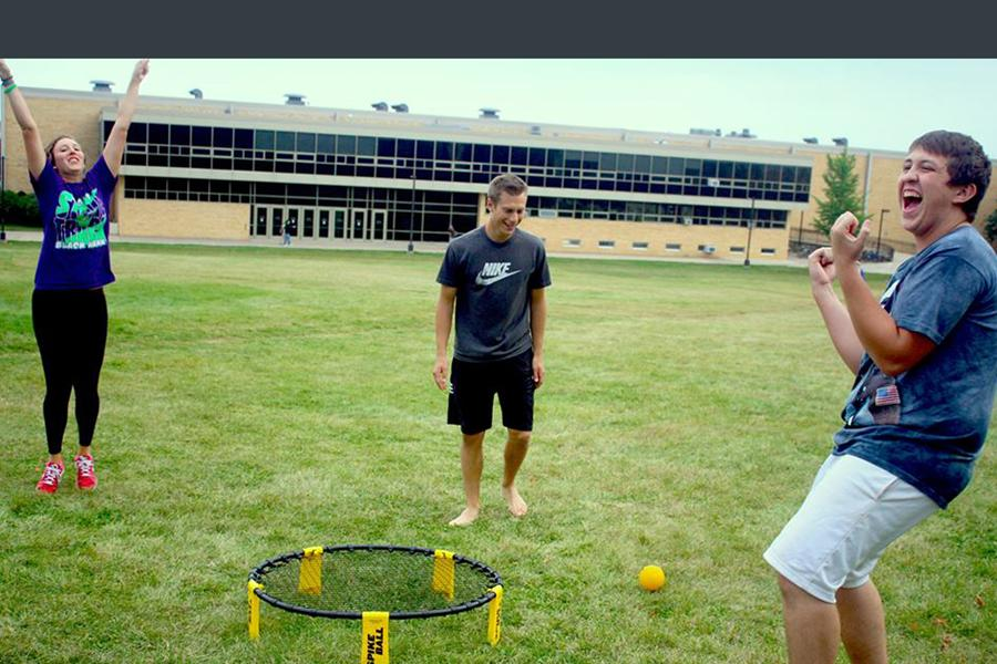 Spikeball+players+Hillary+Holland+%28left%29+and+Jack+Kendall+%28right%29+celebrate+a+point+against+Adam+Gagliardi+%28center%29.