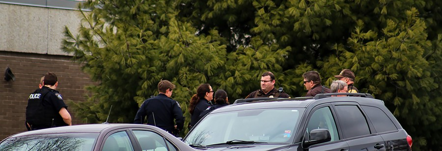 Both+campus+and+city+police+gathered+in+front+of+Ullsvik+after+campus+had+been+closed+down+due+to+the+firearm+threat.