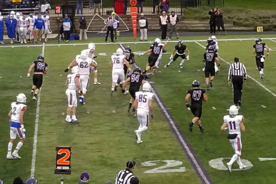 UW-Platteville+Pioneers+drive+for+their+first+touchdown+late+in+the+third.