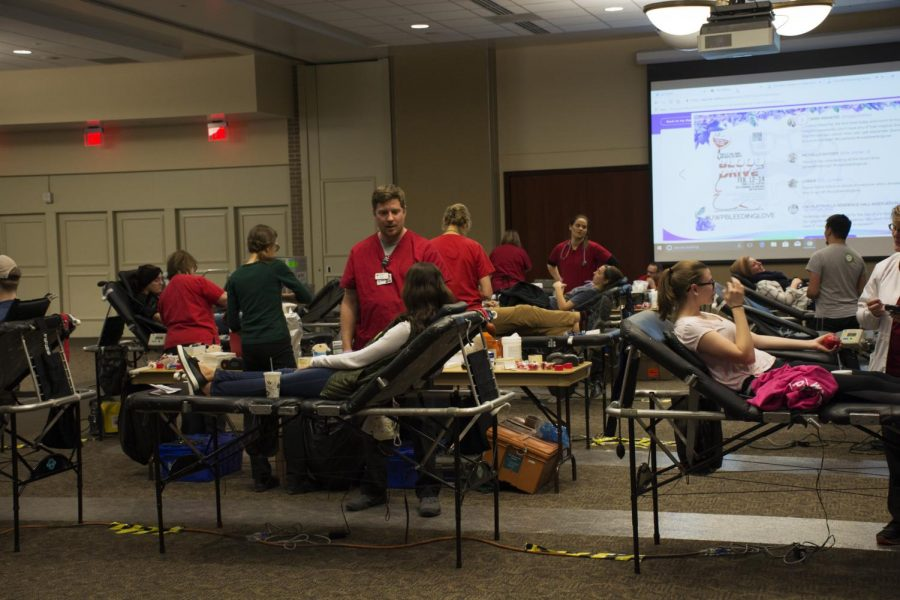 Jacob+Thomas+photo%0A+University+of+Wisconsin-Platteville+students+pictured+in+Velzy+Commons+giving+blood+last+week.