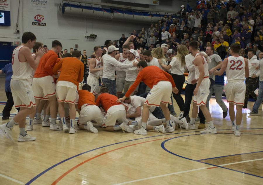 Jacob Thomas photo The Pioneers men's basketball team and their fans celebrate the confirmation of their victory as WIAC champions on Saturday.